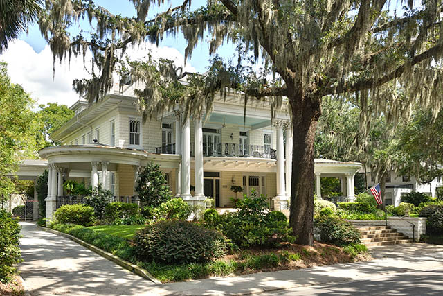 Savannah-Home-with-Haint-Blue-Porch-Ceiling