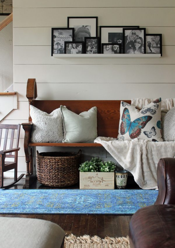 A Pop of Blue in the Entryway