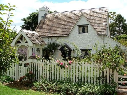 A roundup of Cozy, Charming Cottages via Life on Shady Lane blog