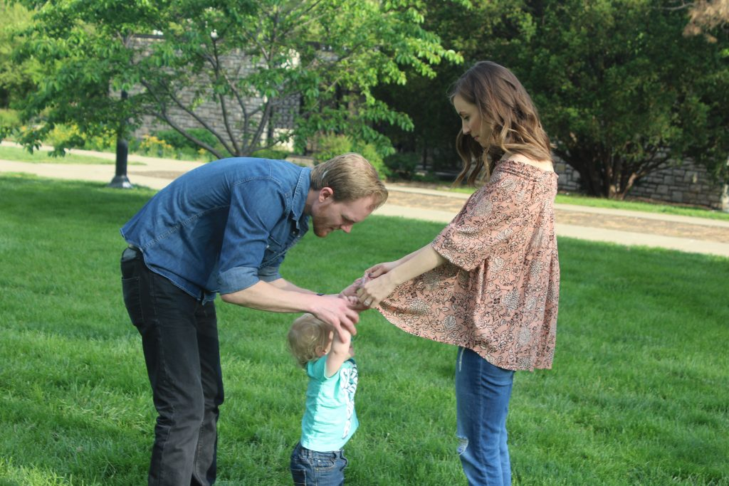Maternity photoshoot with a toddler    Pregnancy announcement