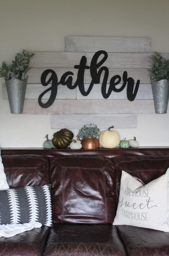 Early Fall home tour - a fresh and simply styled home with neutrals, cool tones, and touches of traditional Fall colors