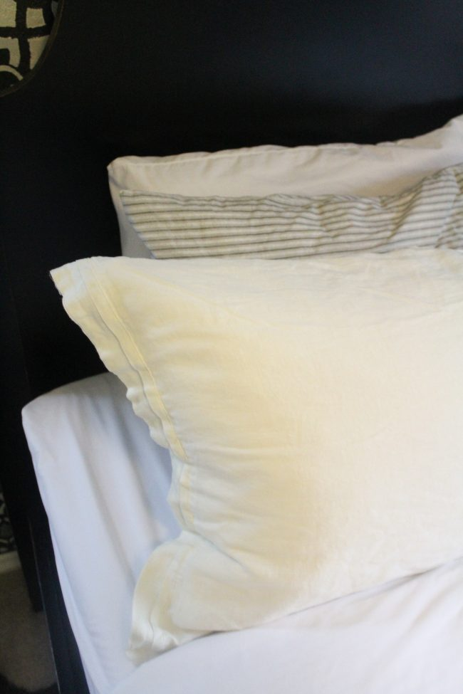 How to make the perfect bed // Linen bedding // White bedding master bedroom - Kansas City life, home, and style blogger Megan Wilson shares her tips for creating a hotel-worthy bed | #hotelbed
