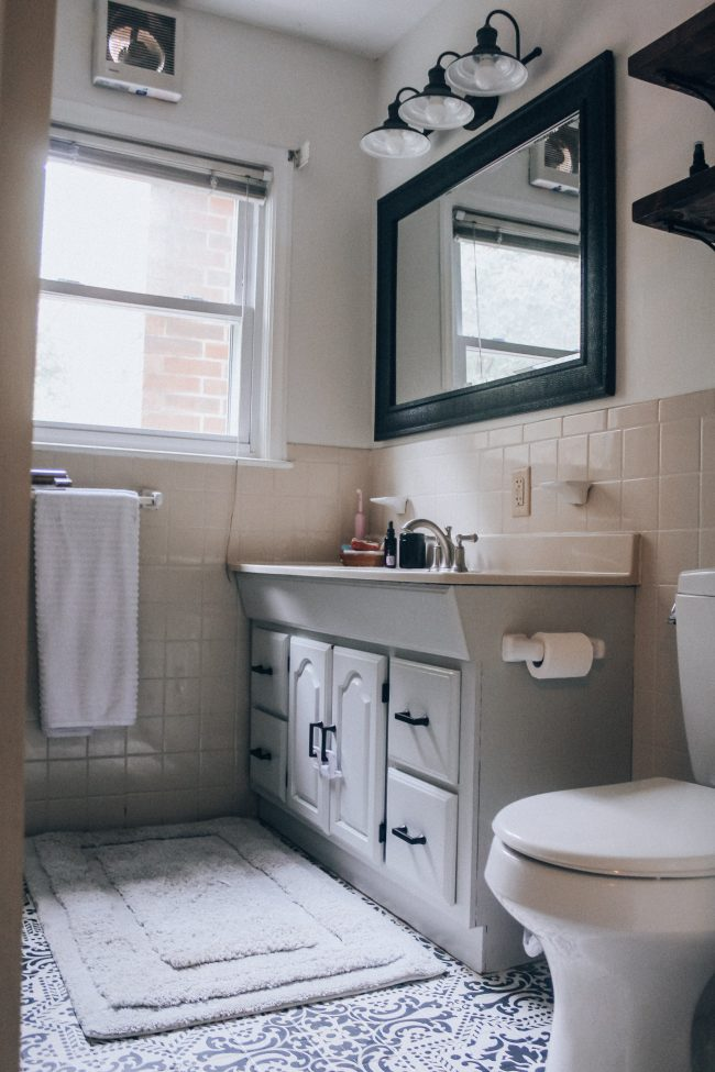 Quick Bathroom Makeover || Open Shelves, White Bathroom, Black and White Stenciled Tile Floor
