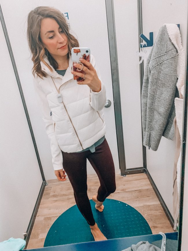 Workout wear, athleisure, gym outfit | Kansas City life, home, and style blogger Megan Wilson shares an Old Navy try on session from January 2019 | #casualstyle #winterfashion #athleisure #workout