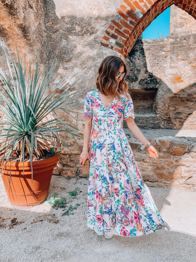 Summer dress // Vacation PACKING GUIDE - what I packed for a one week trip to San Antonio | Kansas City life, home, and style blogger Megan Wilson shares all of the items she packed for a one week spring break trip | What to pack for a one week spring break trip | lifeonshadylane.com | @shadylaneblog on IG