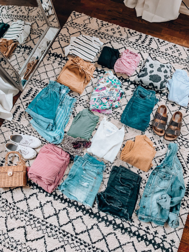 Vacation PACKING GUIDE - what I packed for a one week trip to San Antonio | Kansas City life, home, and style blogger Megan Wilson shares all of the items she packed for a one week spring break trip | What to pack for a one week spring break trip | lifeonshadylane.com | @shadylaneblog on IG