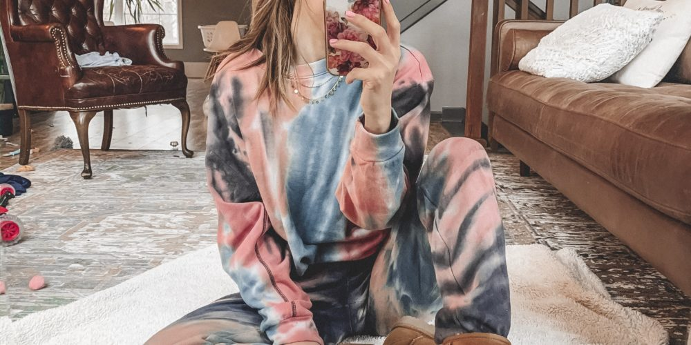 Casual comfortable looks from Target! || Everyday casual outfits || Loungewear, athleisure, sweatpants, joggers || Kansas City life, home, and style blogger Megan Wilson shares a Target try-on
