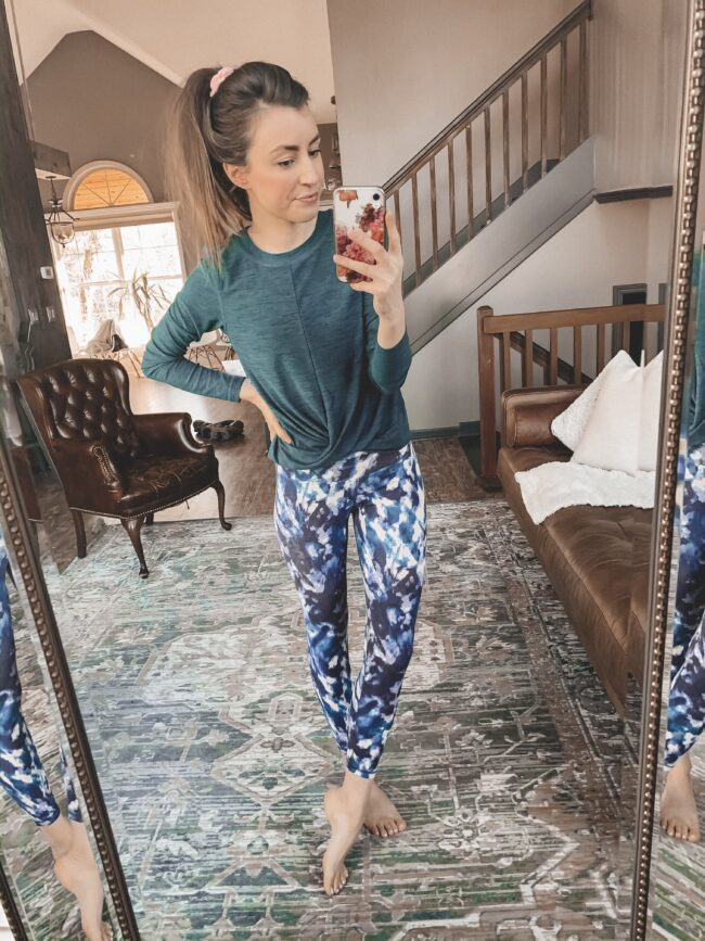 Tie dye leggings and teal top || Cute workout clothes (and the perfect jacket to wear over them this winter!) || Kansas City life, home, and style blogger Megan Wilson shares her picks