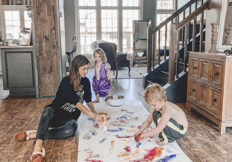 10 activities to do with your young kids while you're stuck at home!