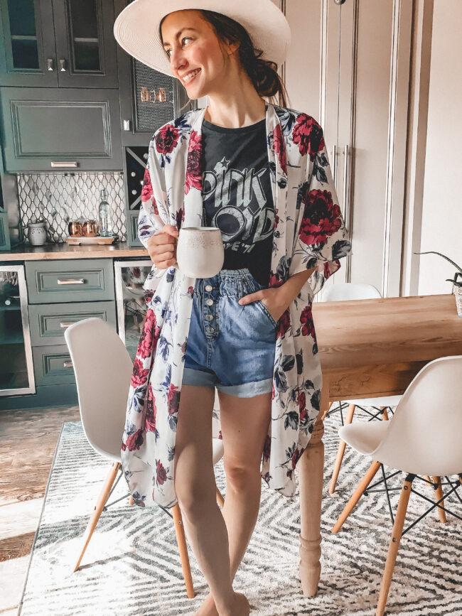 8 Cute kimonos to wear this summer! // Not quite sure how to wear a kimono? I've shared a couple tips, too! || Kansas City life, home, and style blogger shares a roundup of cute kimonos to wear this summer