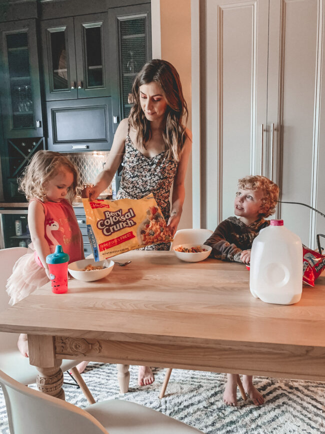Sometimes moms just need a BREAK, ya know?  So I'm going to let you in on a little secret today - Serving up the best dinner idea for kids!    Kansas City life, home, and style blogger Megan Wilson