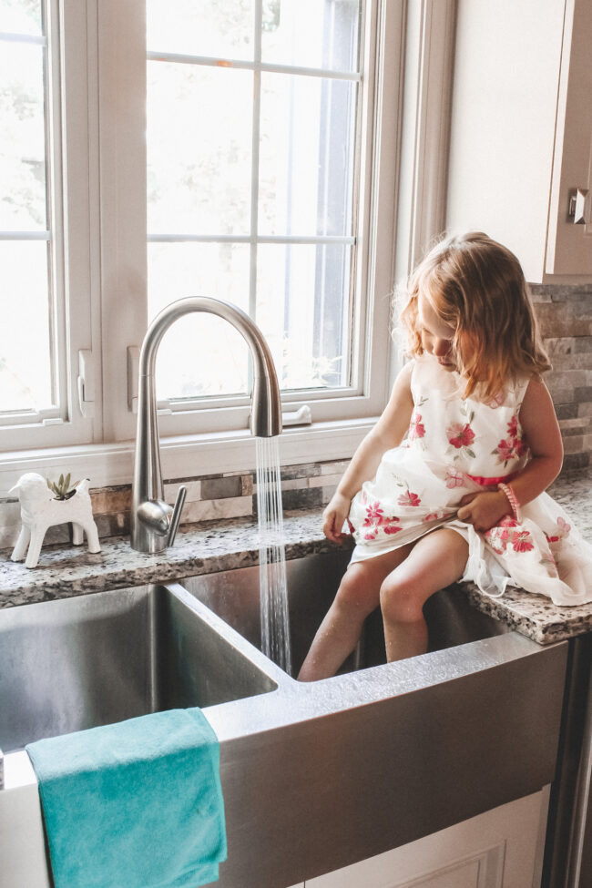 Our sleek new kitchen faucet with a built in filtration system! || Kansas City life, home, and style blogger Megan Wilson / @shadylaneblog on Instagram
