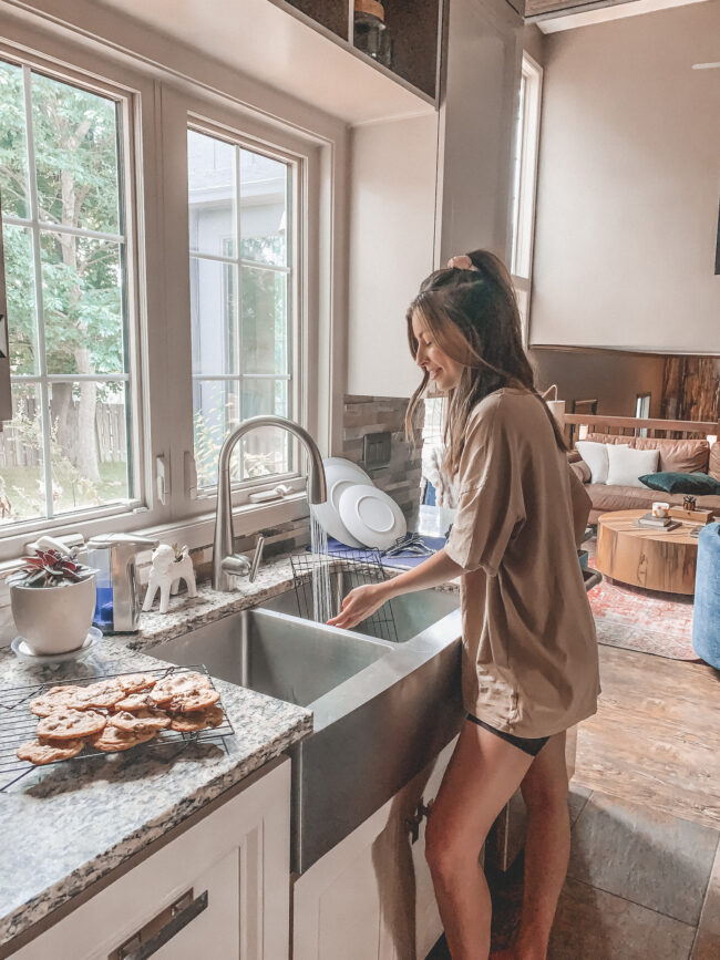 The best chocolate chip cookie recipe + our sleek new kitchen faucet with a built in filtration system! || Kansas City life, home, and style blogger Megan Wilson / @shadylaneblog on Instagram