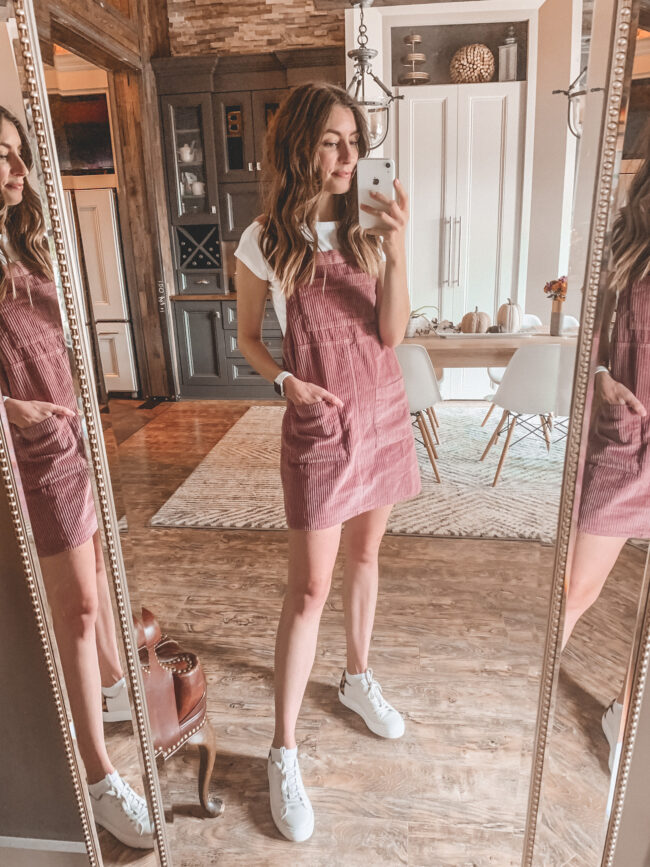 pink jumper, fall outfits 2020, white tee shirt outfit and sneakers for fall, white shoes in fall, fall outfit