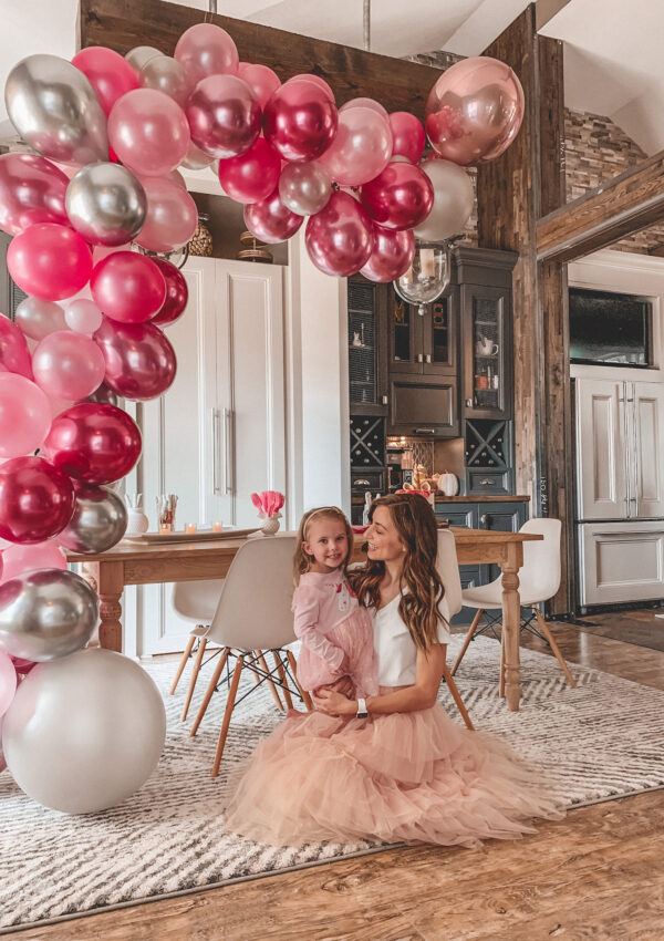 How to Make a Balloon Garland (it's SO easy!)