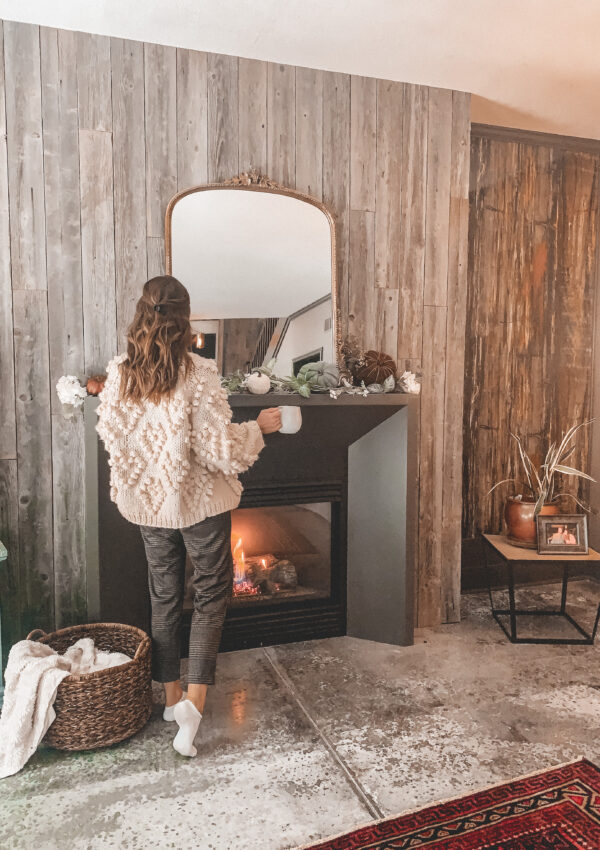 Fall decorating ideas: a simple fall fireplace mantel