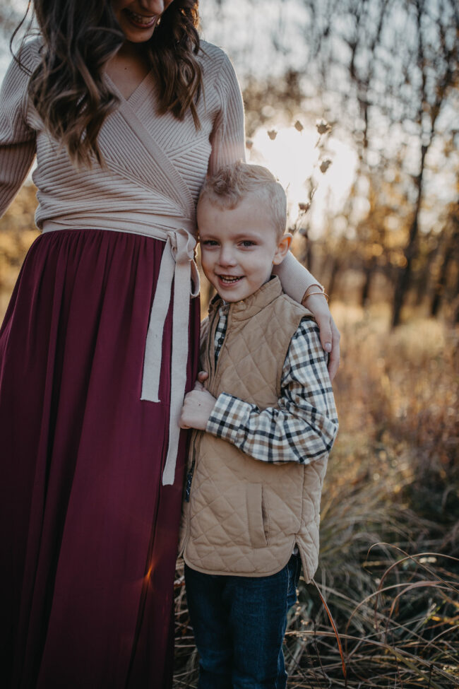 Family Photo outfits - with everything linked so it's super simple to shop, order, and get those family pictures taken! Fall and holiday