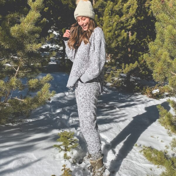 Loungewear from Aerie | Loungewear to keep you comfortable and cozy at home...or while you're out and about. Hey, I won't judge! ;) | Kansas City life, home, + style blogger Megan Wilson @shadylaneblog on Instagram